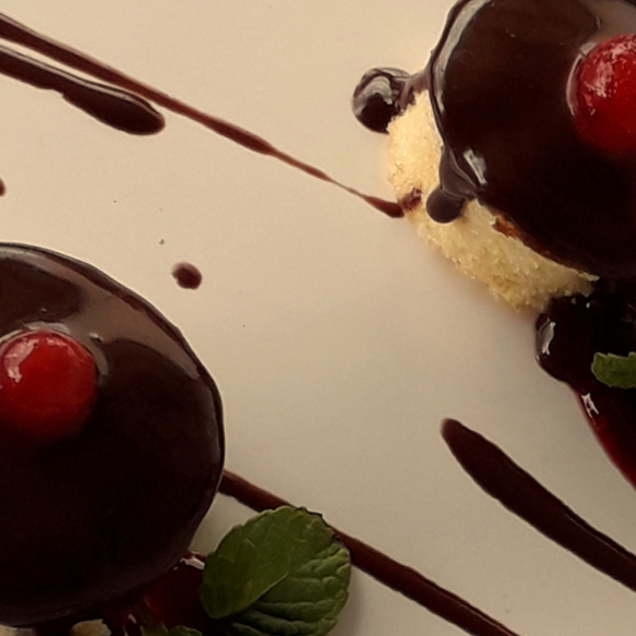 Mini lemon cakes with chocolate ganache