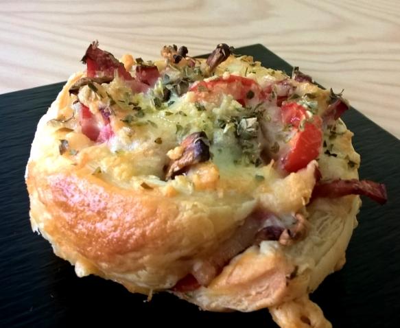 Delicatessen puff pastry pizza